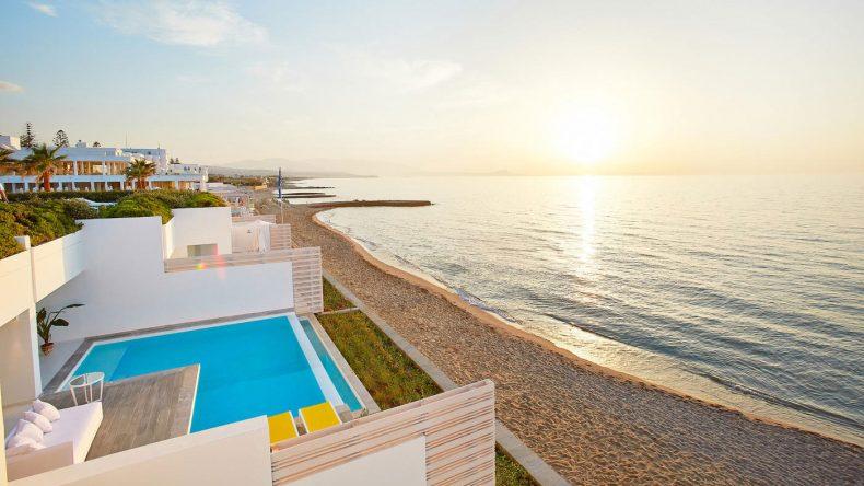 Der Strandabschnitt des Villenbereichs: Von der Villa Luxe Yali Seafront habt ihr direkten Zugang zum Meer