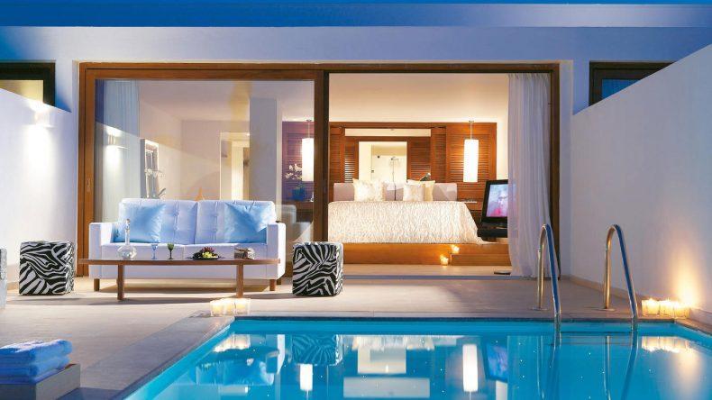 Eigener Pool und privates Gym - So schön nächtigt ihr in der Amirandes VIP Suite