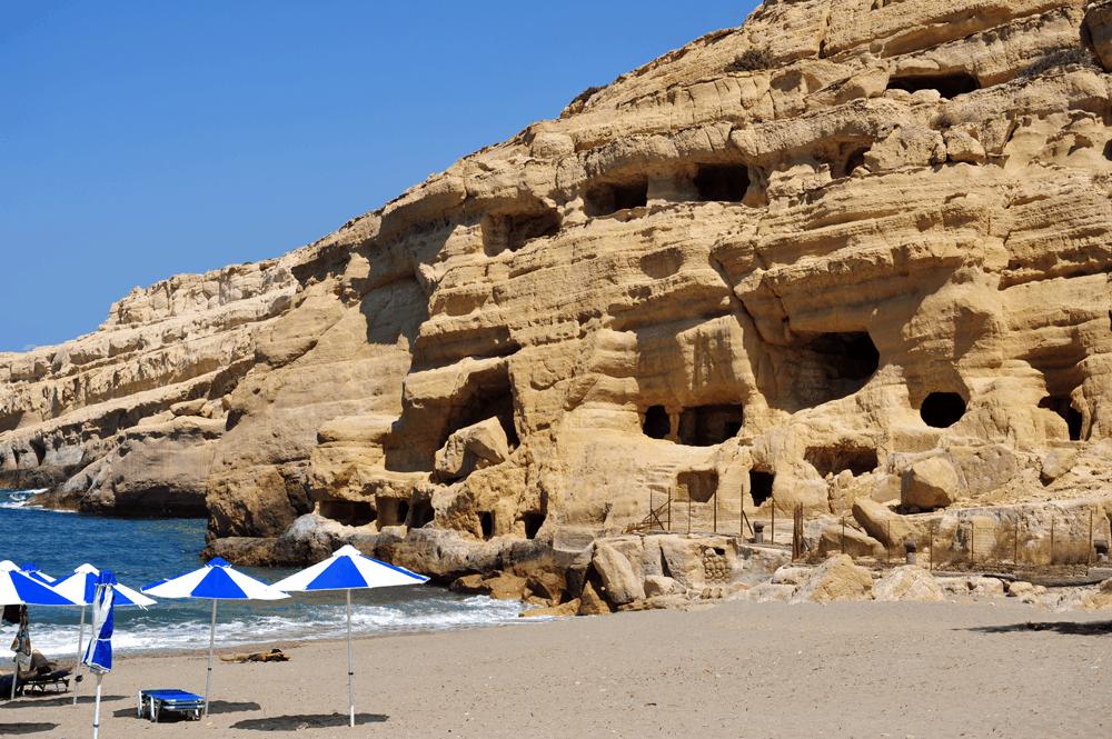 In den Felshöhlen an der Küste der verschlafenen Fischerbucht lebten in den 1960er und 1970er-Jahren Hippies aus der ganzen Welt und gründeten eine Kommune