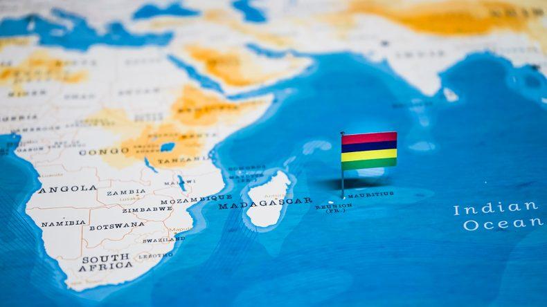 Mauritius liegt im Indischen Ozean ca. 1800 km östlich von Afrika. //
