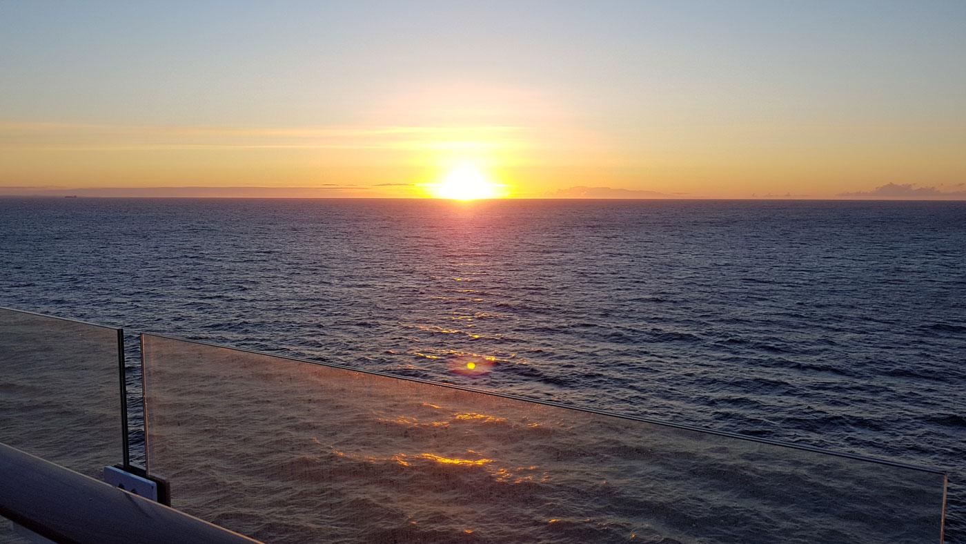 Sonnenaufgang auf der Mein Schiff 1