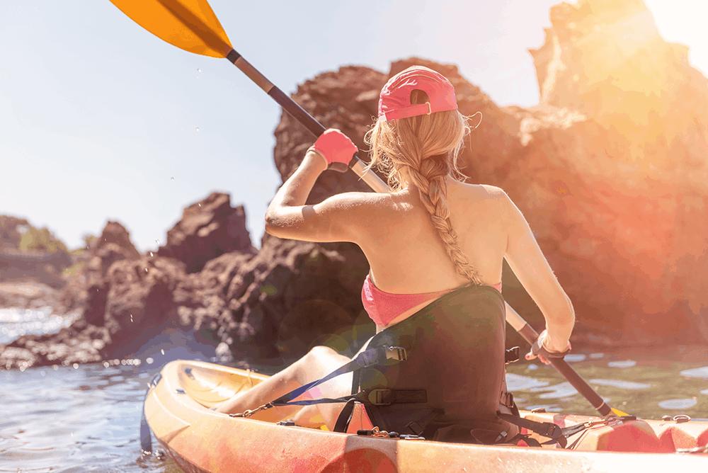 Wenn du deine Kajaktour in Palma startest, hast du beispielsweise die Möglichkeit, die beeindruckenden Meereshöhlen an den Klippen zu sehen und in geschützten Grotten zu baden.