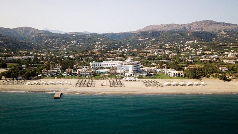 Die luxuriöse Resortanlage liegt in wunderschöner Strandlage.