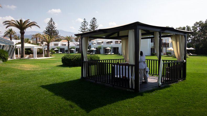 Eine Massage im Garten-Pavillon mit Meeresrauschen inklusive!