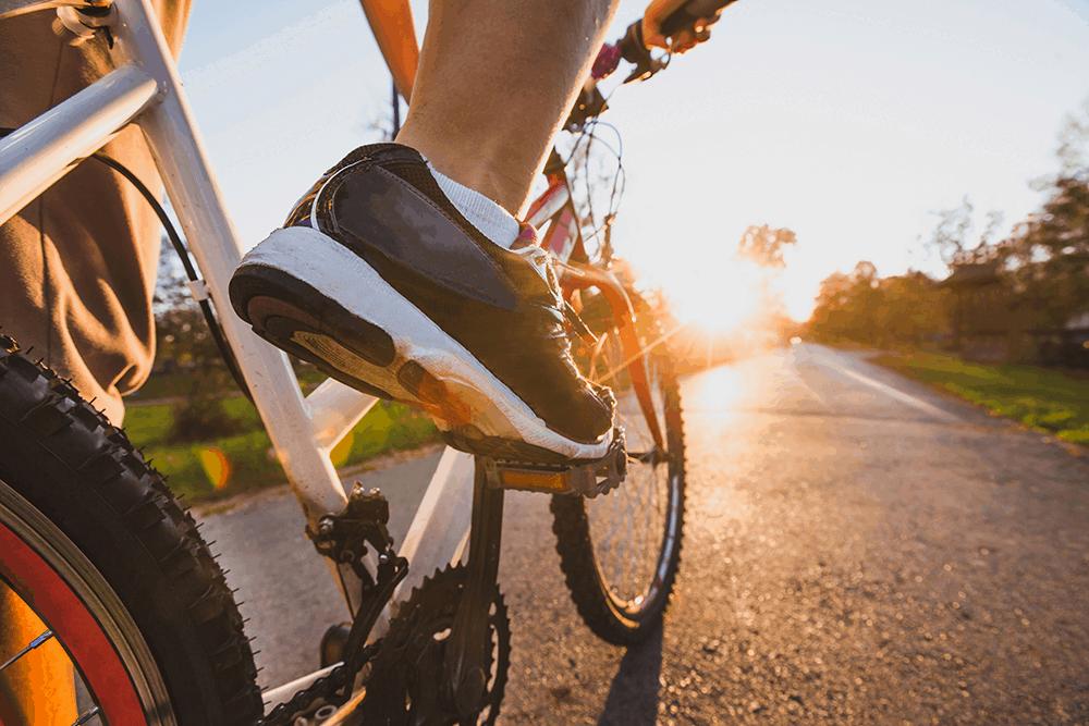 Du solltest dir unbedingt ein Mountainbike leihen, dann hast du die Möglichkeit, die aufregende Landschaft und die wilden Küstenregionen auch Offroad zu erkunden