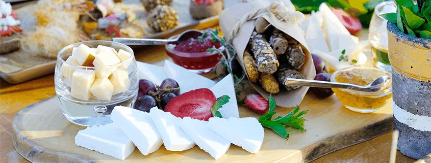 Eine typisch griechische Brotzeit mal anders: Biologisch, nachhaltig.