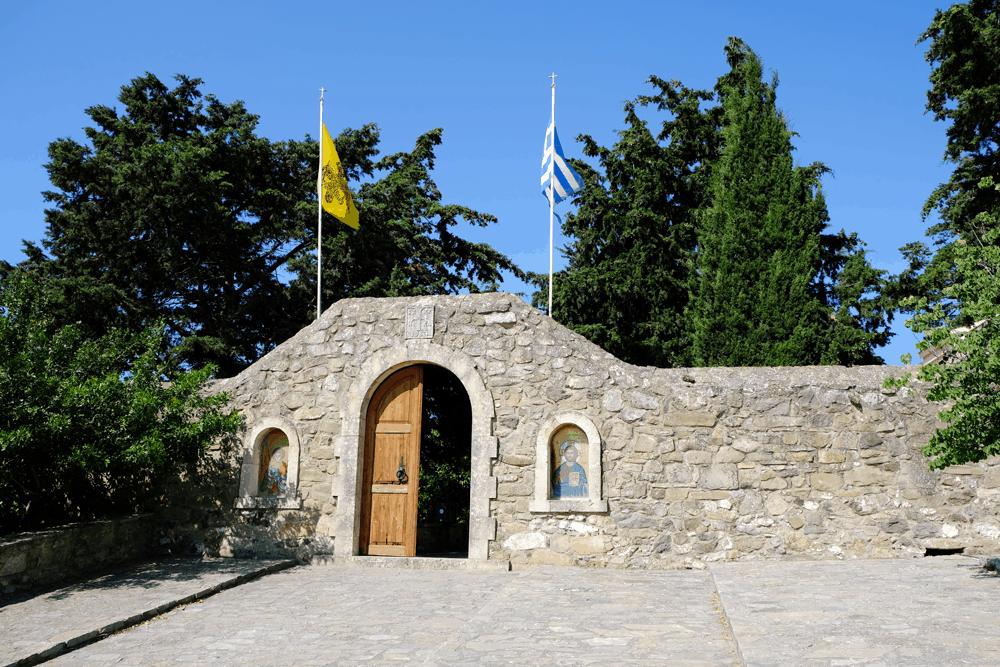 Bei einem Besuch im idyllischen Epanosifi-Kloster bei Heraklion erfahre ich von Mönch Athinagoras, dass es gar nicht so einfach ist, die kretischen Bauern von ökologischer Landwirtschaft zu überzeugen