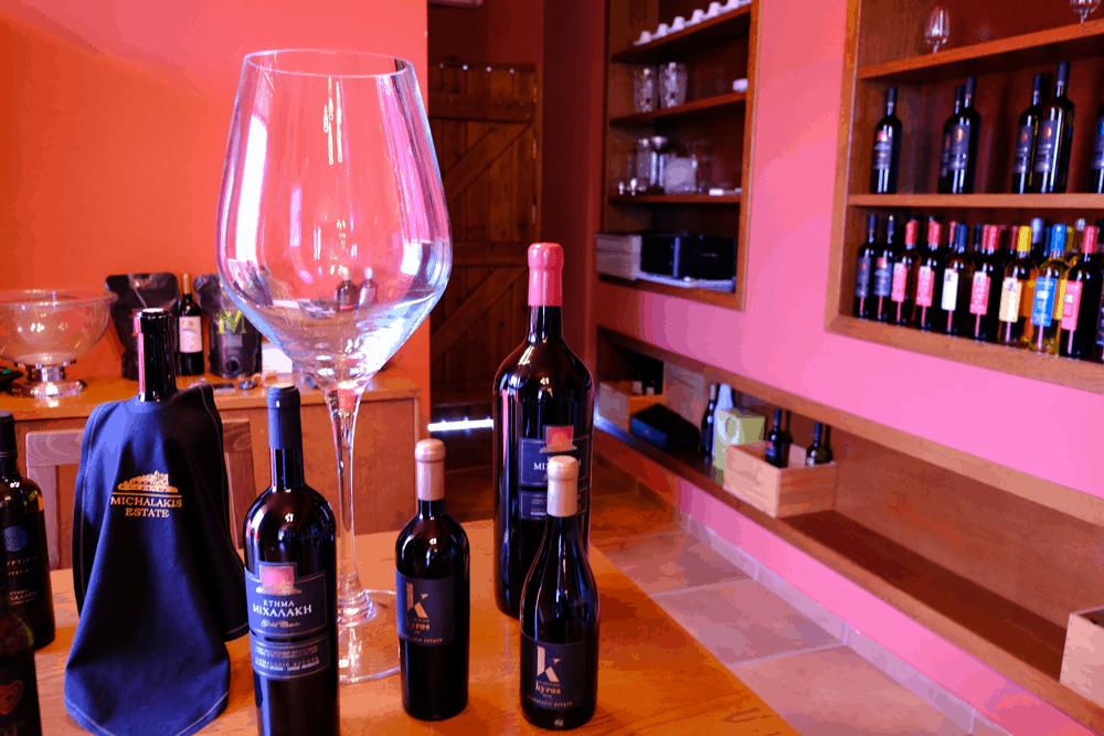 Seit 1962 produzieren die Michalakis-Brüder in rund 600 Metern Höhe Weine und schaffen Arbeitsplätze in der Region