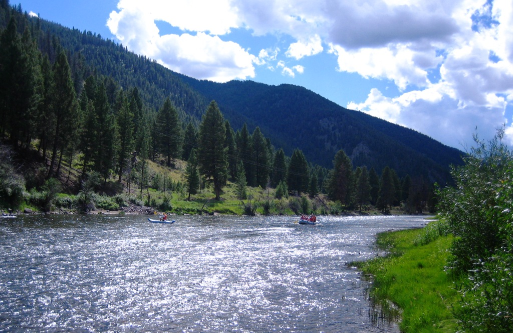 Zum Whitewater Rafting in den Rocky Mountains - was für ein einmaliges Erlebnis!