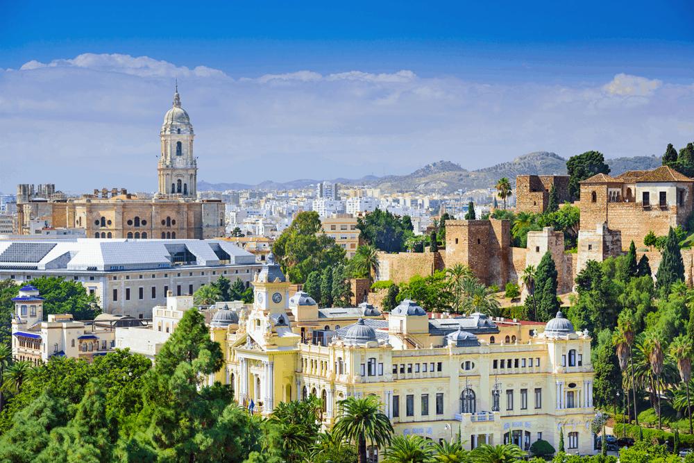 Mit TUI fly fliegt ihr aus verschiedenen deutschen Großstädten flexibel nach Jerez de la Frontera im Westen oder nach Málaga am Mittelmeer.