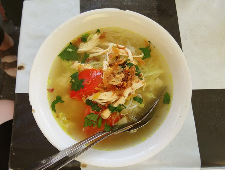 Tolle Stärkung zwischendurch: Soto, ein typisch Javanesisches Gericht.