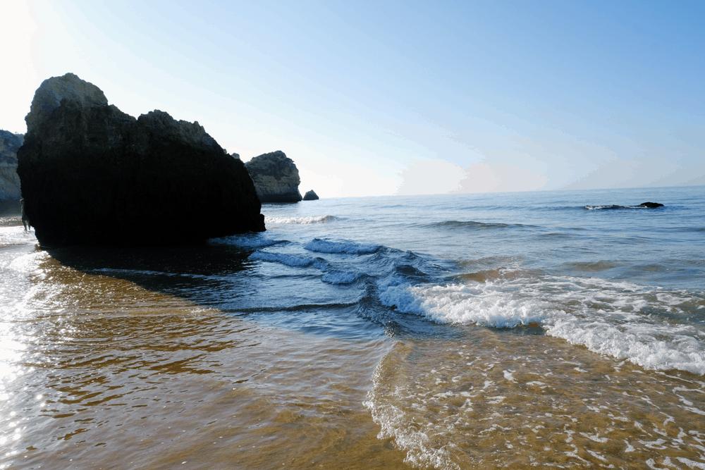 In der Nebensaison sind die Strände an der Algarve fast menschenleer.