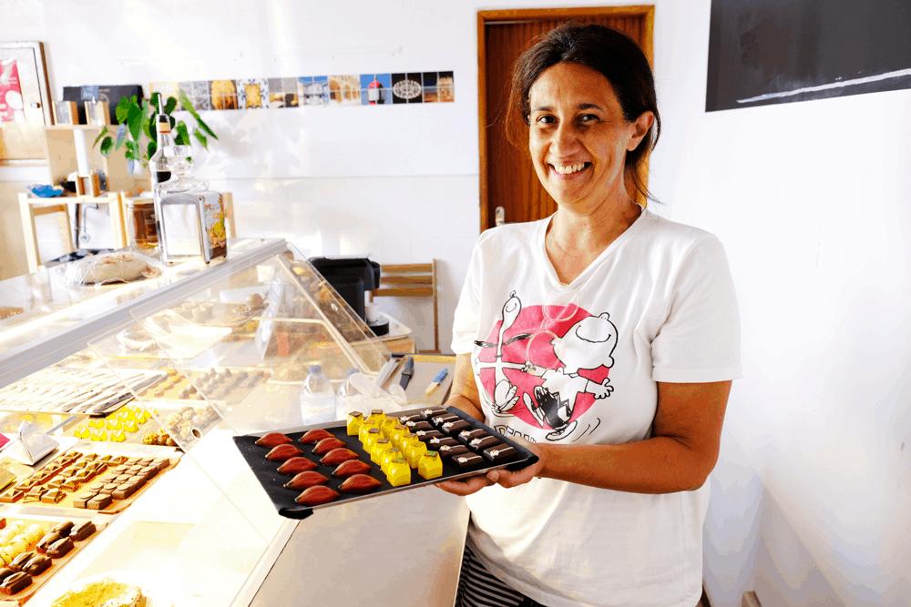 Es gibt Pralinen mit Feigen, Pistazien, Kaffee, portugiesischem Kirschlikör, Walnüssen und sogar mit Blauschimmelkäse!