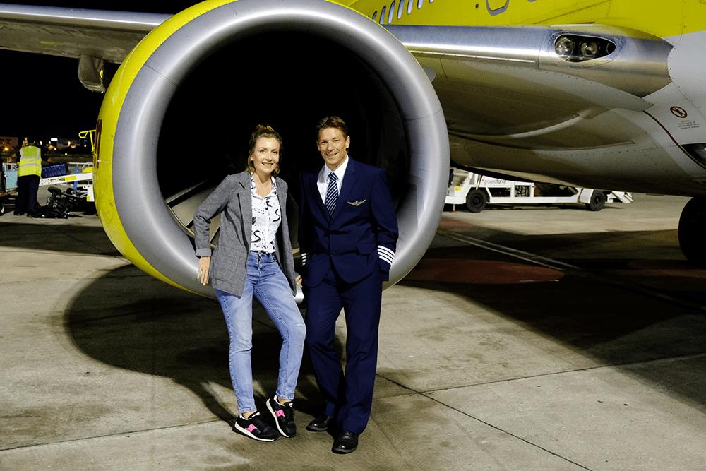 TUI fly Bloggerin Anna mit Pilot Sven