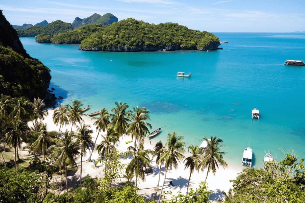 Wenn du im Winter paradiesische Wassertemperaturen suchst, empfehlen wir dir die Strände Mae Nam und Bo Phut Beach im Norden Koh Samuis.
