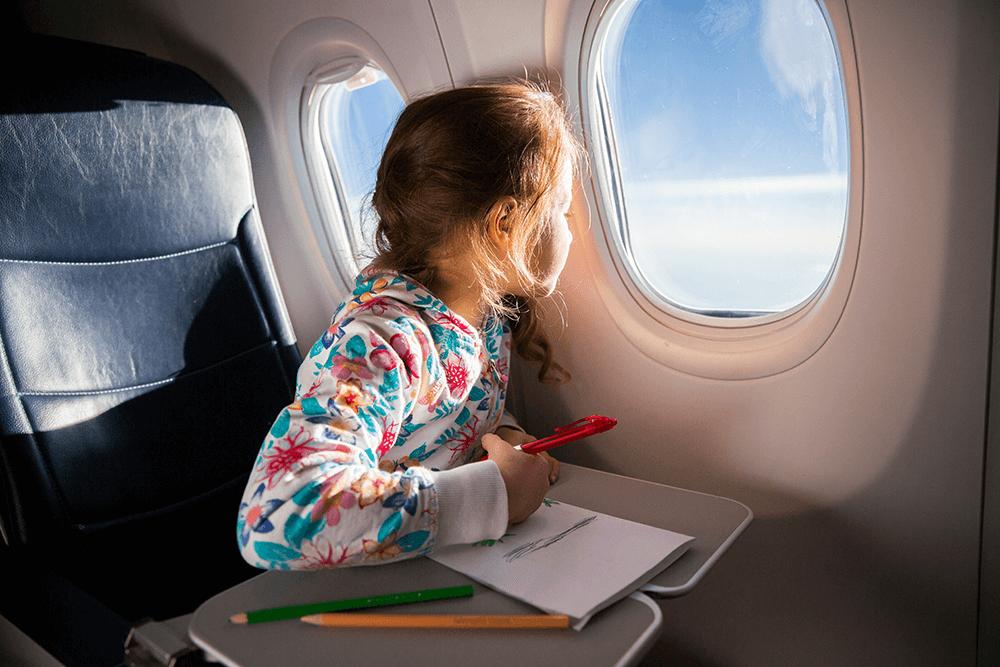 Ab einem Alter von zwei Jahren reisen Kinder auf einem eigenen Sitzplatz.