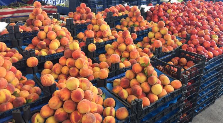 Pfirsiche auf dem Markt von Manavgat