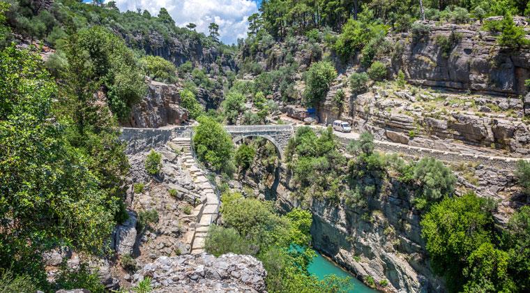 Fotostopp an der Oluk-Brücke