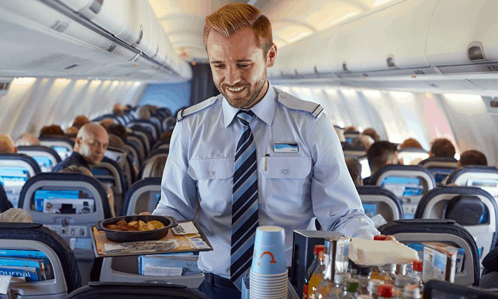 Je nach Länge des Fluges ist es gut, währenddessen eine Mahlzeit zu sich zu nehmen.