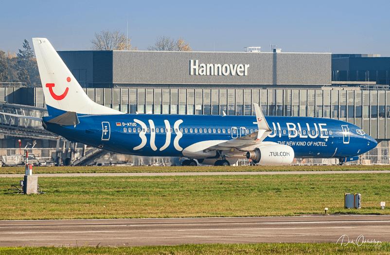 """Die D-ATUD (""""Uniform Delta"""") fliegt aktuell in TUI BLUE Sonderlackierung."""