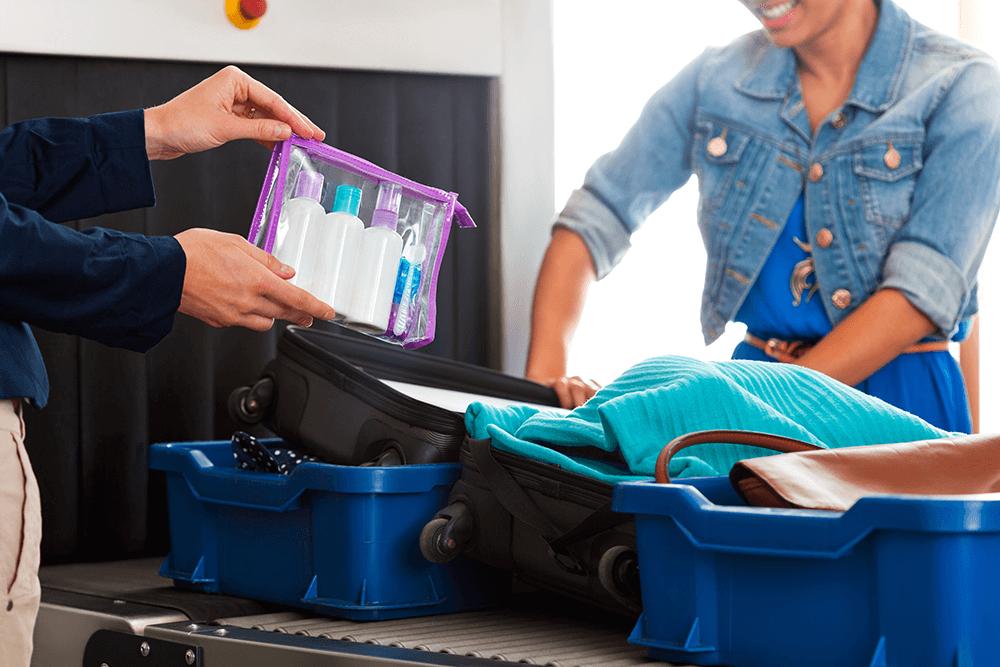 Im Handgepäck darfst du maximal 1 Liter einpacken.