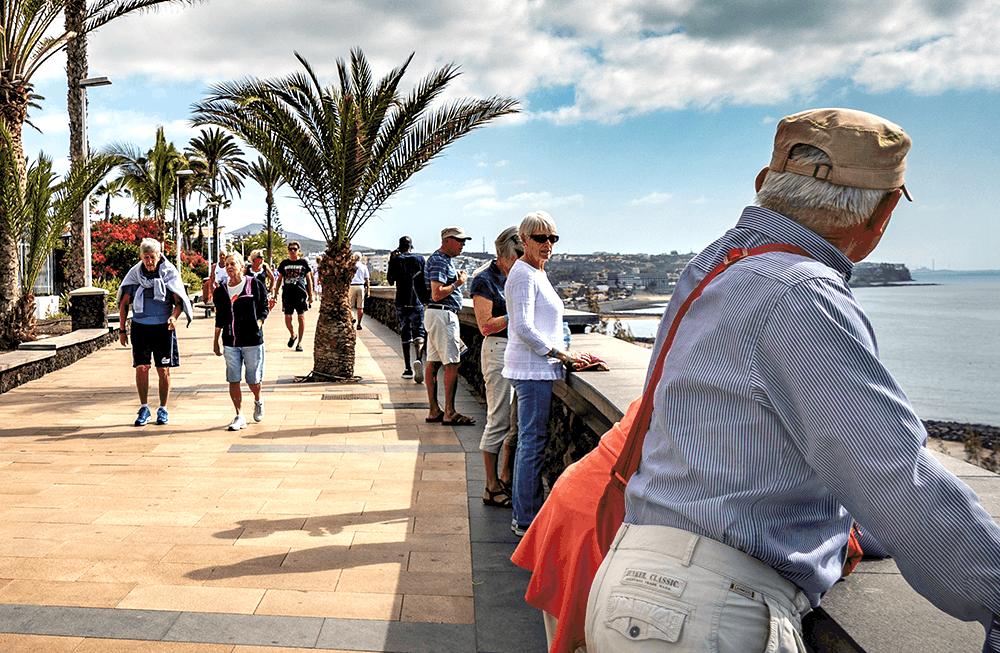 Entlang der Strandpromenade von Maspalomas auf Gran Canaria lässt es sich entspannt flanieren.