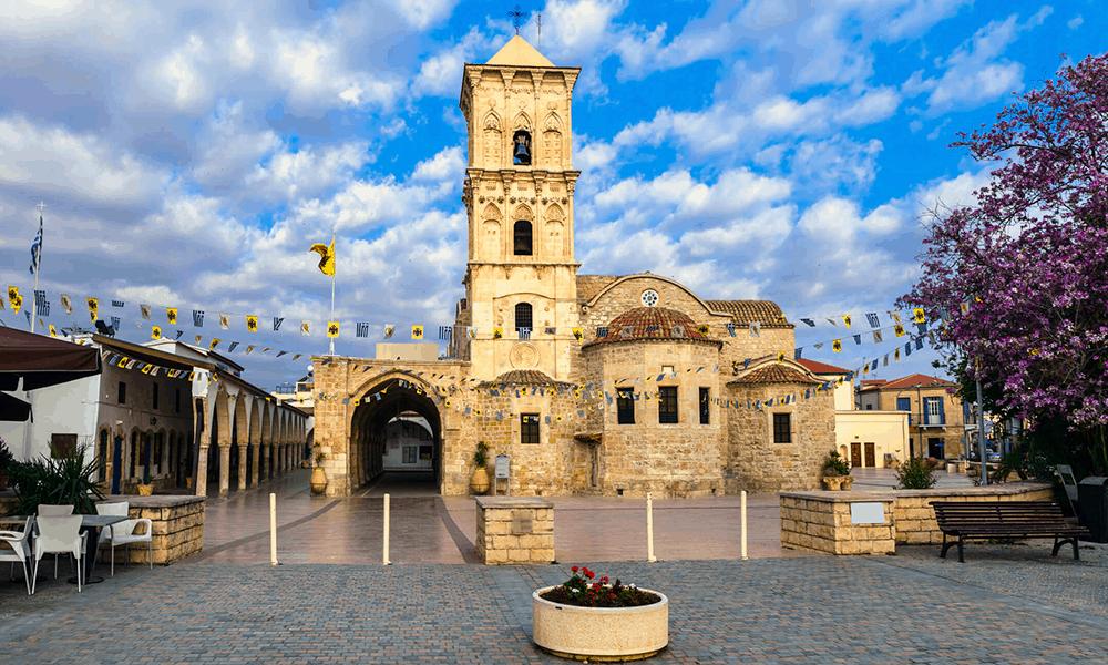 Die aus dem 9. Jahrhundert stammende griechisch-orthodoxe Kirche ist ein guter Anlaufpunkt.