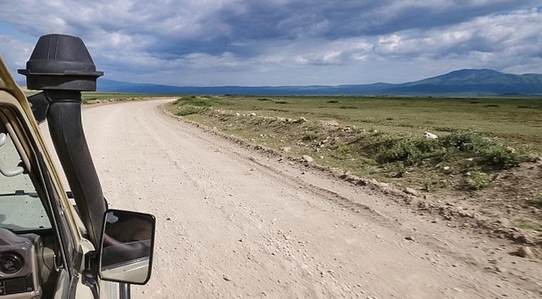 Allradwagen in der Serengeti