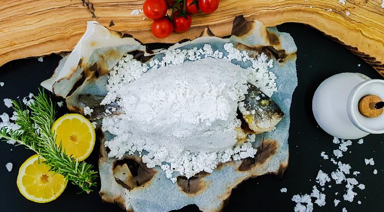 Meerbrasse in Salzkruste