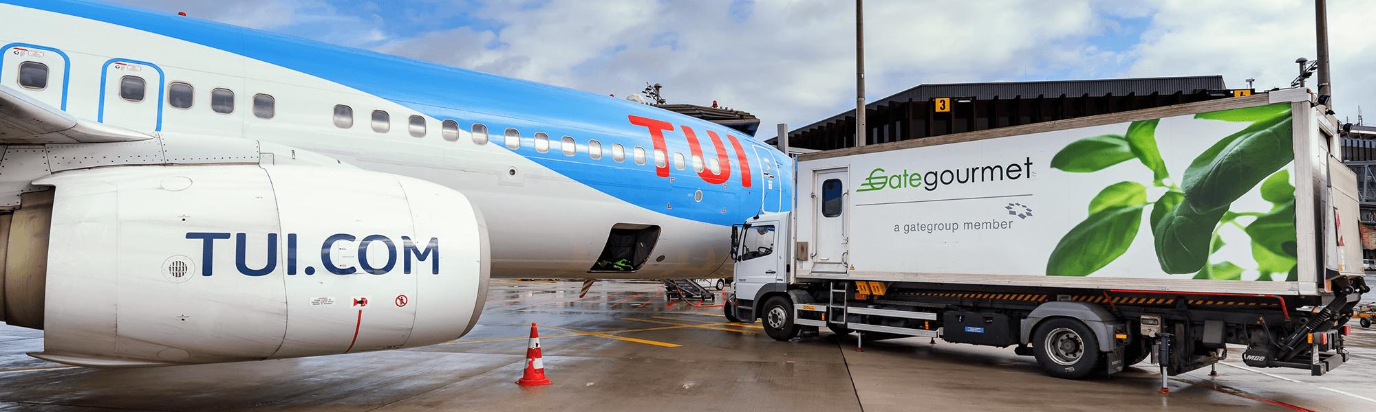Wie kommen eigentlich Bordverpflegung und Bordshop-Artikel ins Flugzeug?