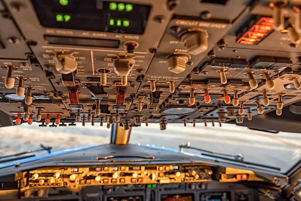 Cockpit vom Flugzeug der TUI fly x3 Boeing 737
