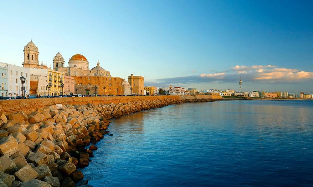 Cadiz ist fast komplett vom Meer umgeben.