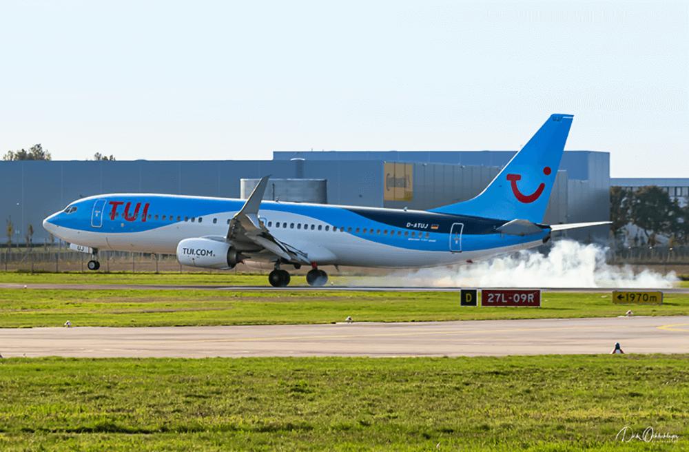 Landung im Gegenlicht der Boeing 737
