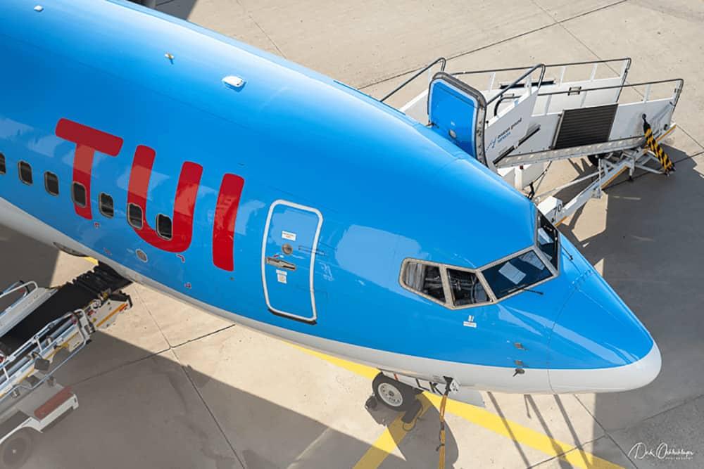 TUI fly Boeing 737 steht bereit.