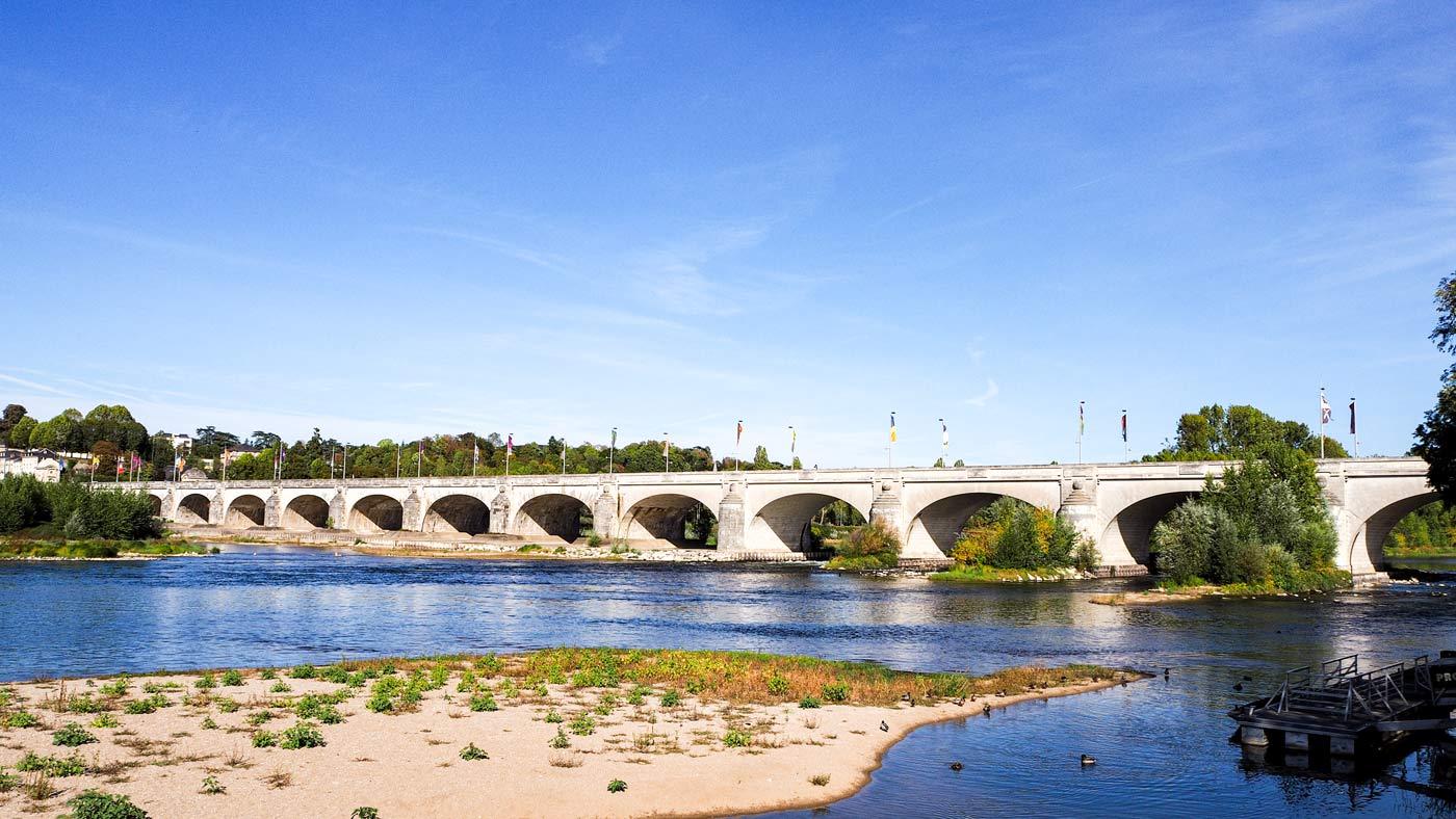 Eine der bekanntesten Brücken in Tours