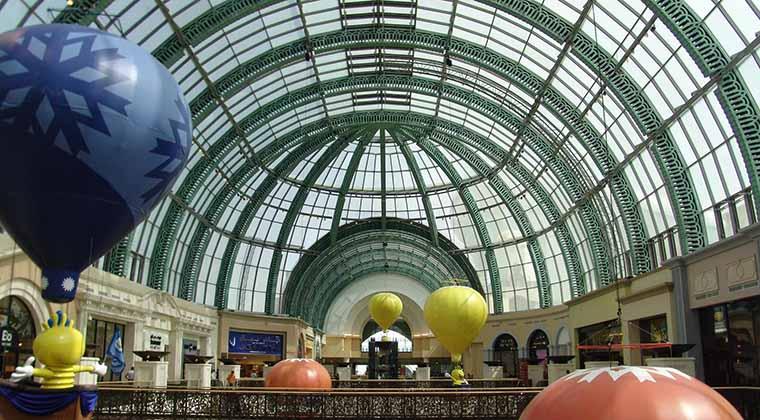 """Beliebtes Ausflugsziel auch der Einheimischen in Dubai und den Nachbaremiraten: die """"Mall of the Emirates"""" mit ihrer großen Glaskuppel"""