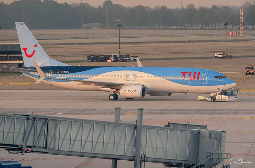 Flaches Licht der Boeing 737