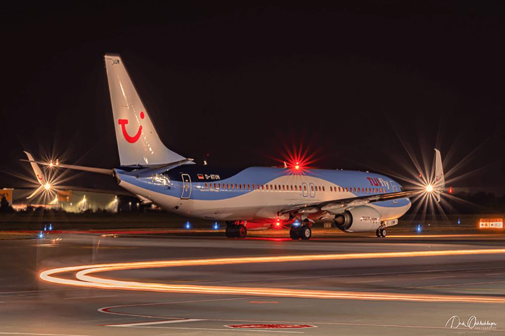 Hannover Flughafen bei Nacht X3 TUI fly richtig fotografieren
