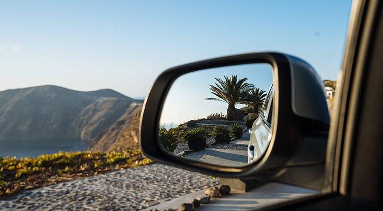 Mit dem Auto auf Santorin