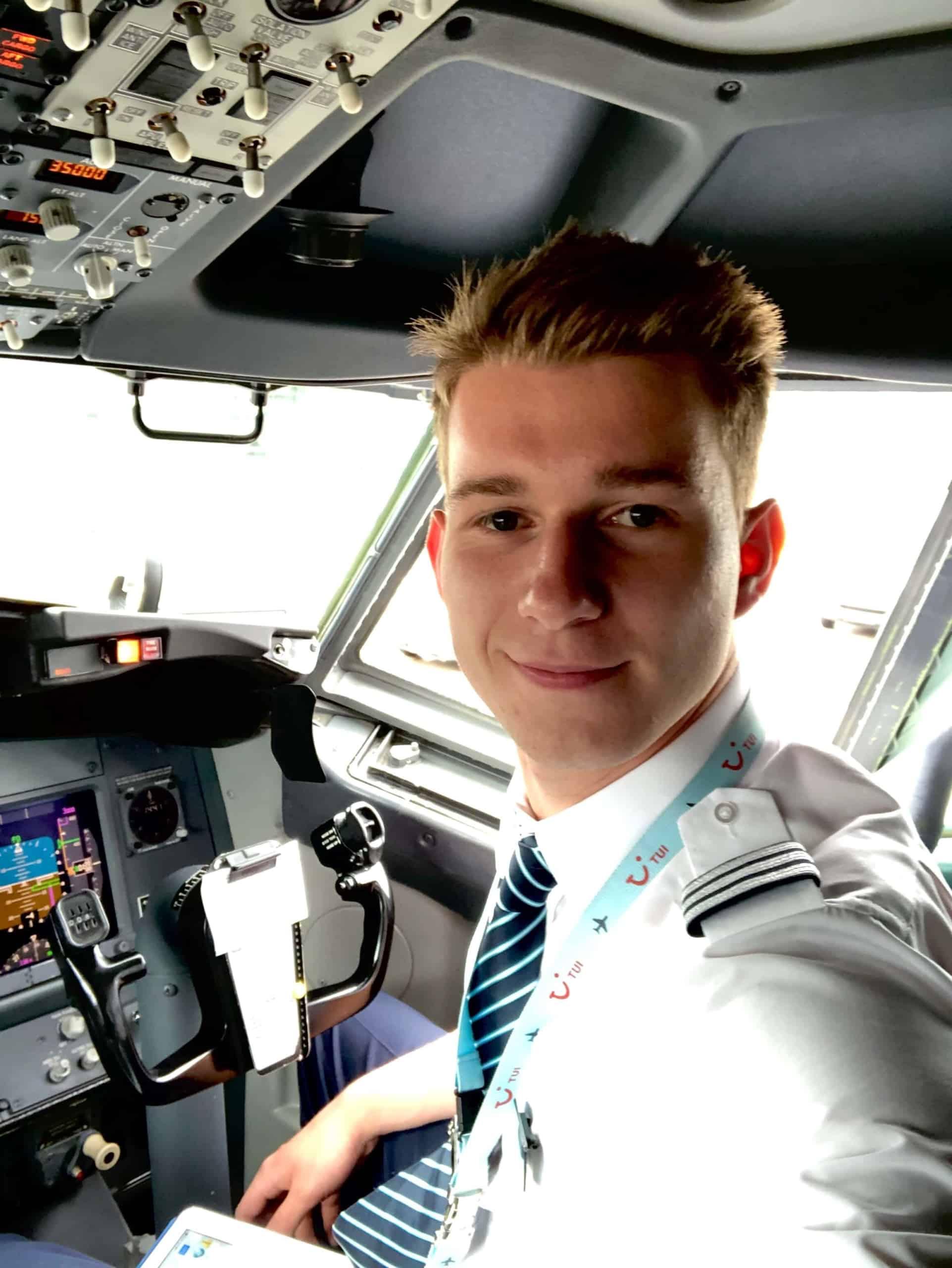 Dustin Pilot, First Officer Profil @_dustin_737