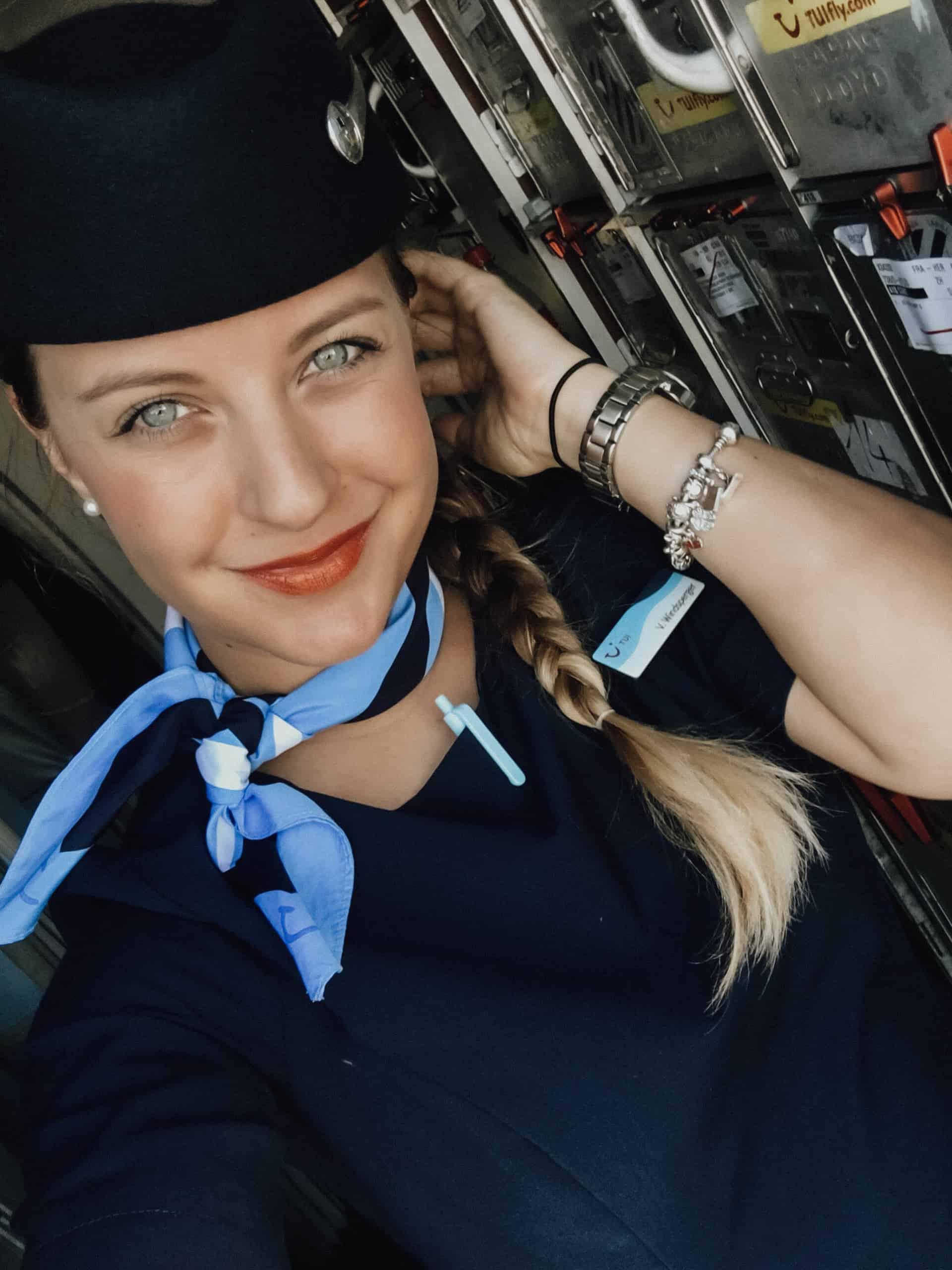 Instagram Stars: Viviane TUI fly Stewardess Instragram-Profil @Vivijane_