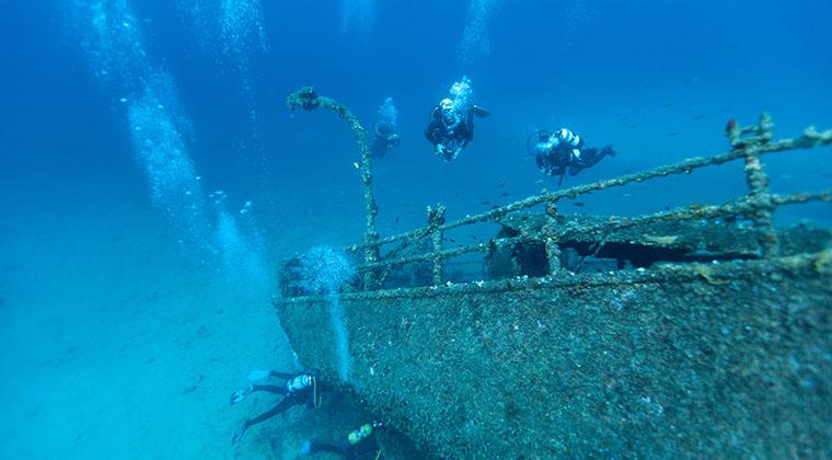 Überreste versunkener Schiffe