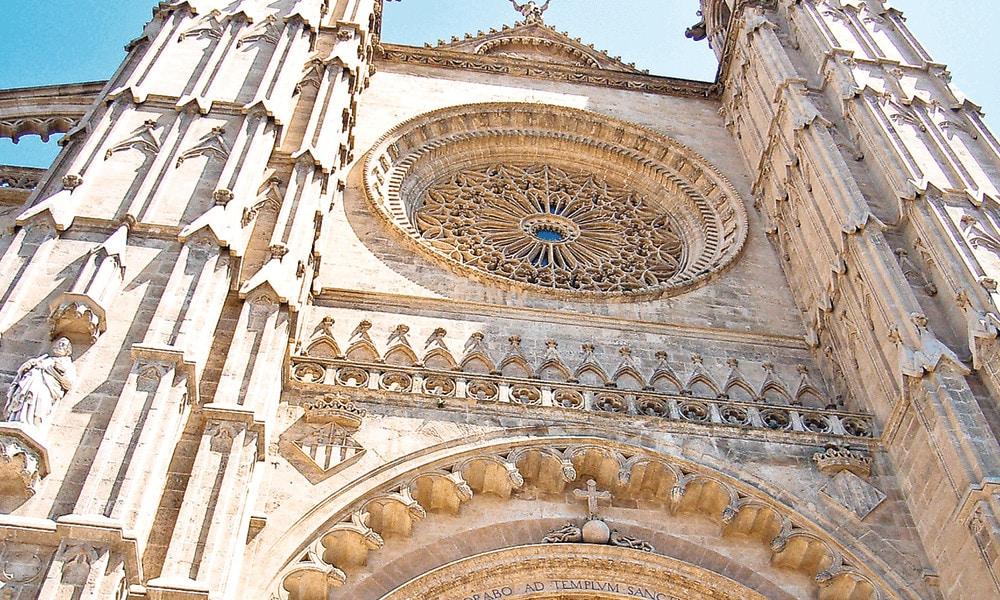 Detailaufnahmen machen deine Fotos interessanter, wie hier bei der Kathedrale von Palma de Mallorca.