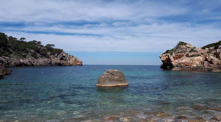 Cala Deia Ausblick auf das Meer