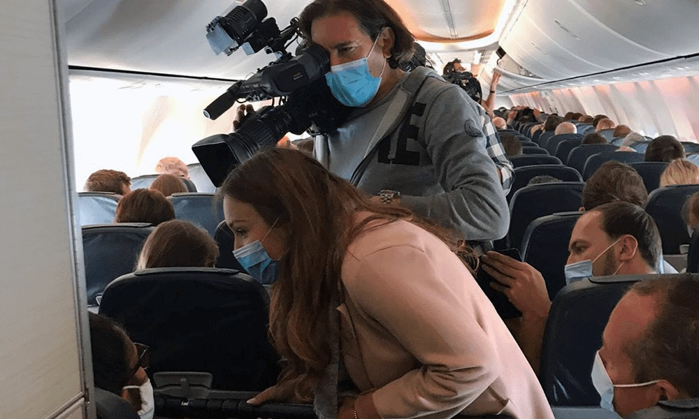 Viele Pressevertreter von Sat1, RTL, Pro7, Bild oder Spiegel haben den ersten Flug in Corona-Zeiten begleitet.