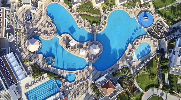 Poollandschaft des TUI MAGIC LIFE Marmari Palace