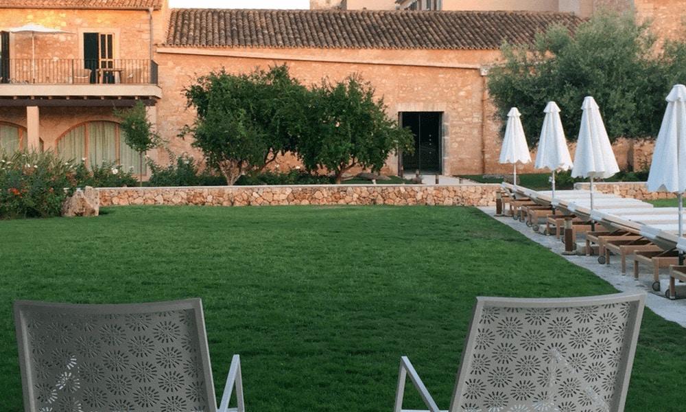 Das charmante Landhotel liegt im Herzen der mallorquinischen Kleinstadt Ses Salines.