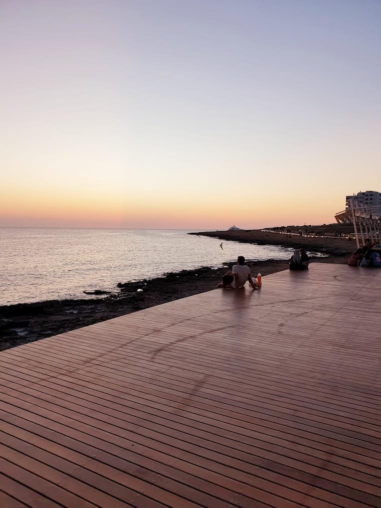 Sonnenuntergang am leeren Cafe del Mar