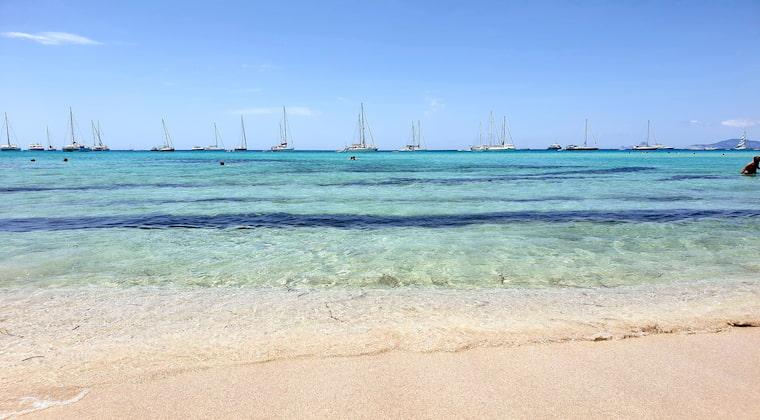 Segelboote vor Formentera