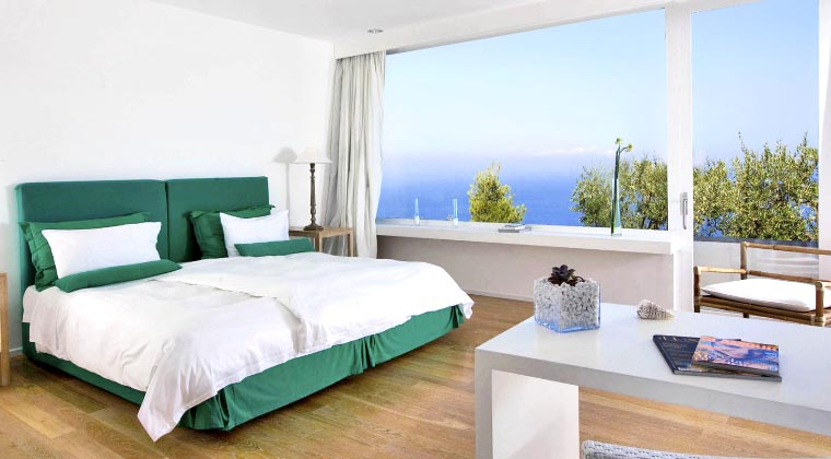 Modern eingerichtete Zimmer im Relais Blu
